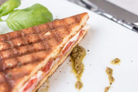 Schinken-Mozzarella-Sandwich